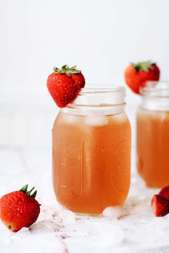 strawberry iced tea with green tea and fresh strawberries
